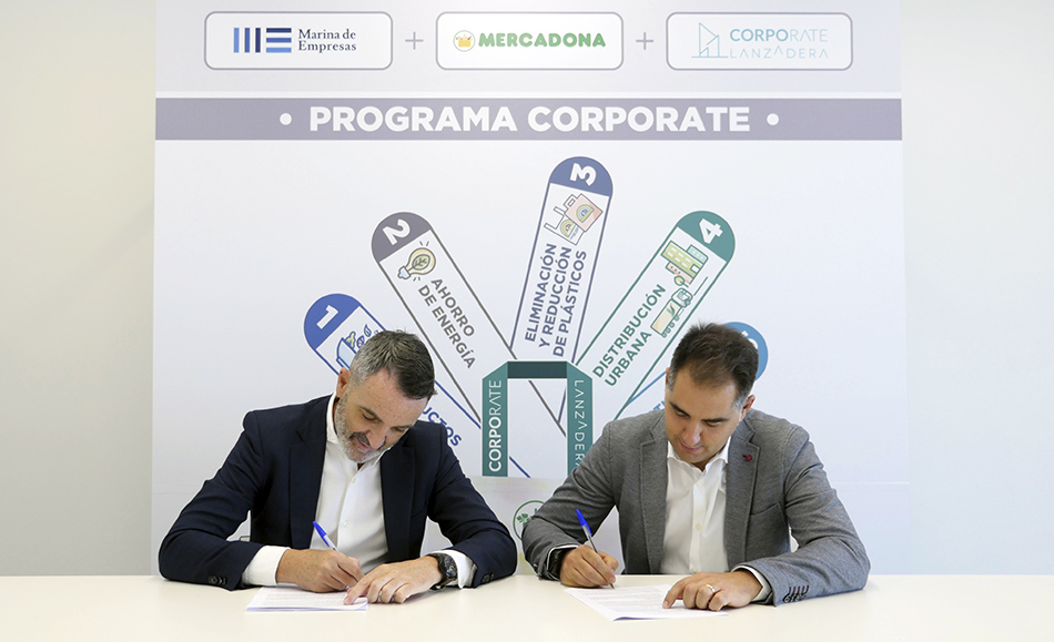 Javier Jiménez Marco, Lanzadera Managing Director, and Nichan Bakkalian, Mercadona Organization Manager, during the signing of the new Corporate Program agreement.